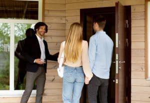 איך משקיעים בנכסים קטנים בנדלן